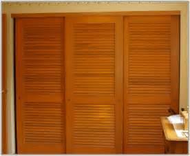 Wooden Sliding Closet Doors For Bedrooms Classic Sliding Closet Doors For Bedrooms Door Styles