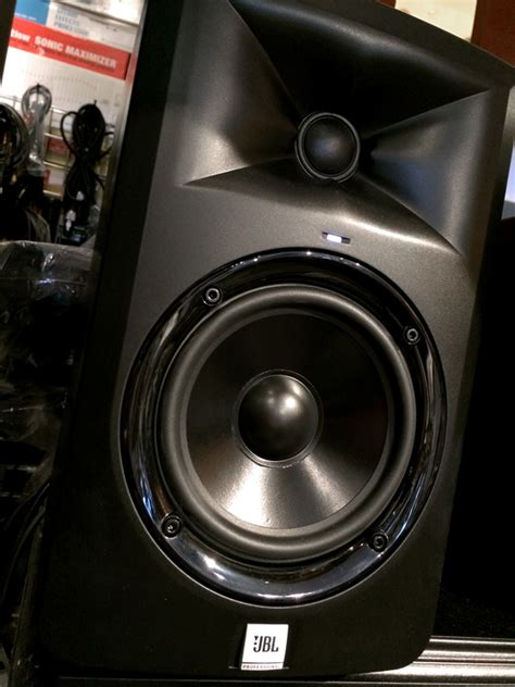 Speaker Aktif Jbl Lsr305 jbl lsr305 5 quot two way powered studio monitors goodguy s sound