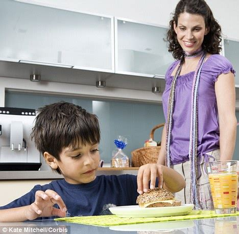 at home mother really does know best children who eat lunch at