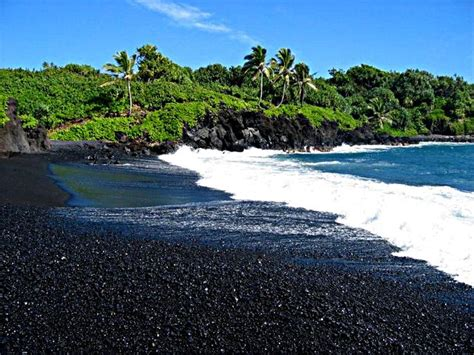 black sand beach hawaii black sand beach in maui hawaii places i love pinterest