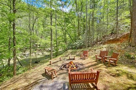 7 bedroom cabins in pigeon forge 7 bedroom pigeon forge cabin on the creek