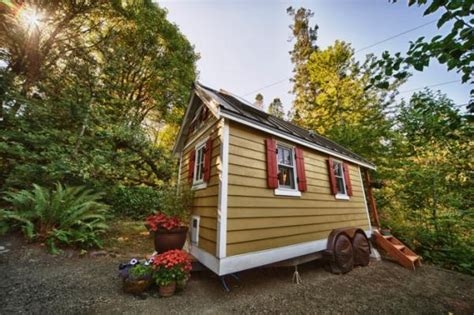 bayside bungalow tiny house built using tumbleweed fencl bayside bungalow a tiny house available for rent in