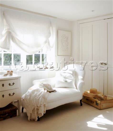 Schlafzimmer Chaises by Bd075 34 Chaise Longue With Lace Throw At Sunlit Bedr