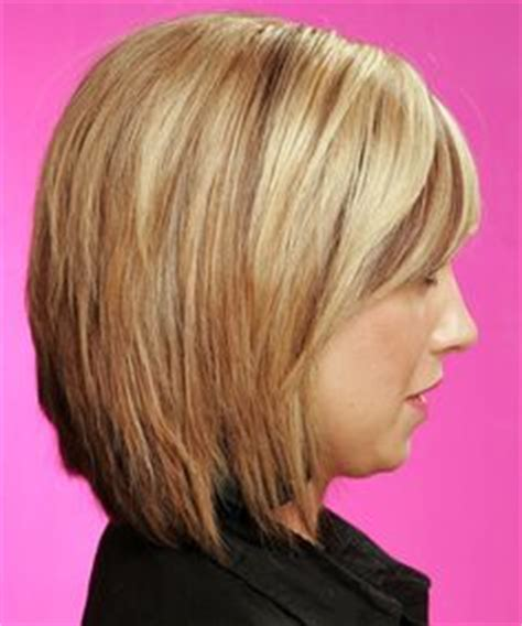 hairfinder front and layer short bob with feathered ends that curve inward side