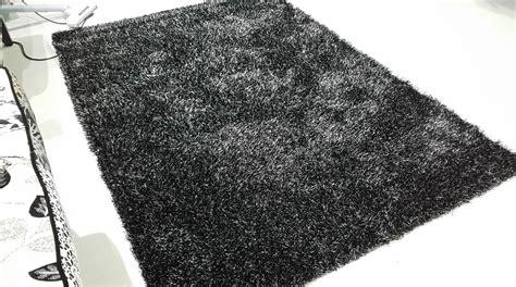 Karpet Bulu Putih corak bunga hitam putih studio design gallery best