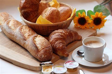 tavola apparecchiata per colazione tavola per la colazione le regole d oro per apparecchiare