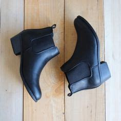 boat shoes year round 1000 ideas about chelsea boots on pinterest leather