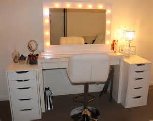 Bedroom Vanity With Mirror And Lights A Guide To Buy Vanity Mirrors For Your Home
