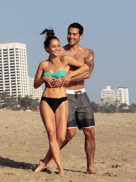 noah mills et sa copine jesse metcalfe and cara santana hit the beach zimbio