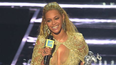 Hollyscoop Post Grammy Coverage by Beyonces Grammys 2017 Performance Features Blue