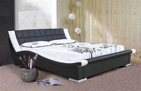 Black And White Headboards Black White Leatherette Contemporary Bed W Padded Headboard