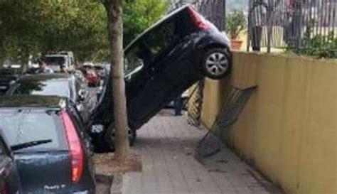 divertenti di donne al volante divertenti incidenti donna al volante alla guida