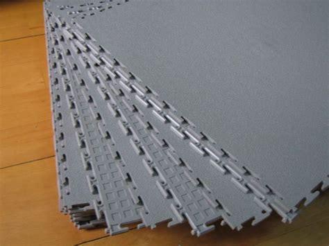 pavimenti in pvc ad incastro prezzi piastrelle in pvc le caratteristiche gli impieghi e i costi