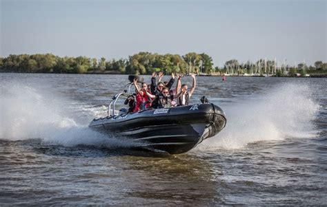speedboot warnemünde speedboot fahren in hamburg als geschenk mydays