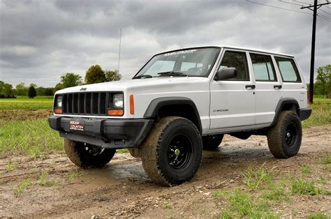 Pros And Cons Of Lifting A Jeep 3 Quot Country Lift Kit Pro Suspension Jeep Xj