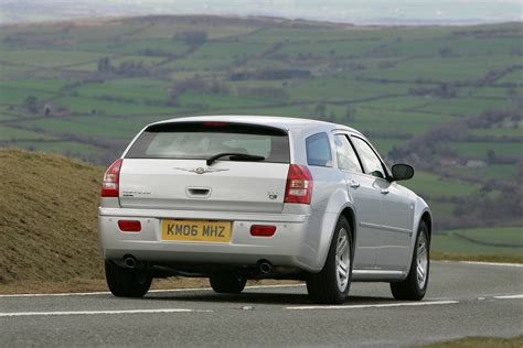 chrysler 300c estate review chrysler 300c touring review 2006 2010 parkers