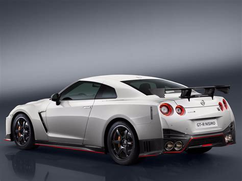 nissan supercar nissan s gt r nismo supercar is now 175 000 business