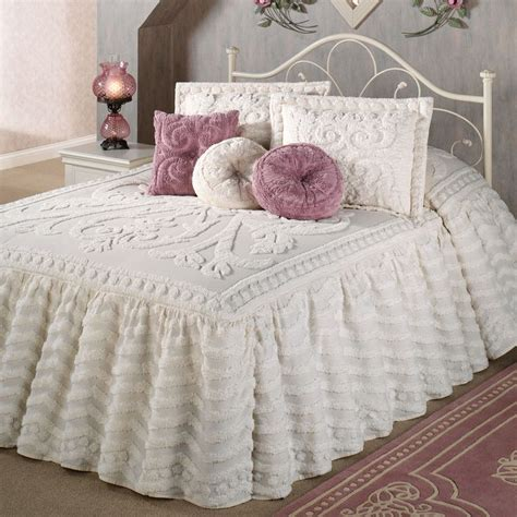 bed spread 1000 ideas about chenille bedspread on pinterest