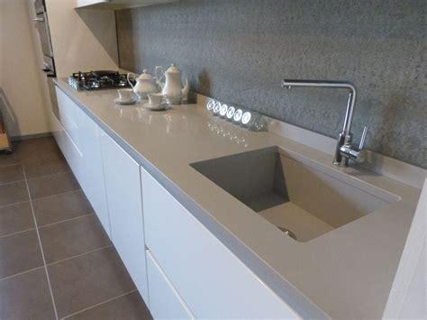 lavello bianco mk cucine in polimerico lucido con lavello e piano cucina