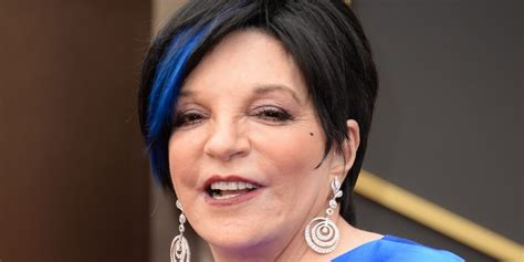liza minnelli s blue hair at the oscars puts all those