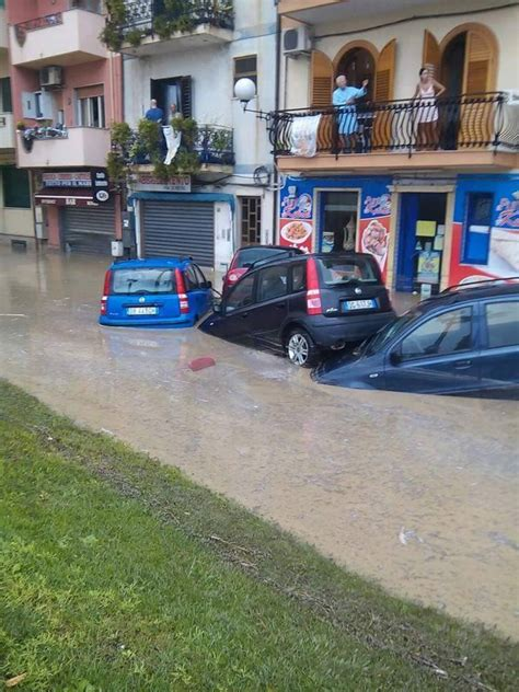 noleggio auto giardini naxos maltempo in sicilia bomba d acqua a giardini naxos fiume