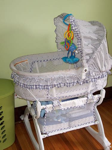 eddie bauer gentle vibrations swing graco vibrating bassinet 30 at auction flickr photo