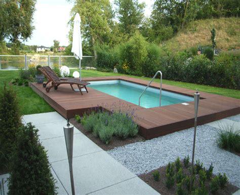 rckzugsort am pool mit sichtschutz und schner