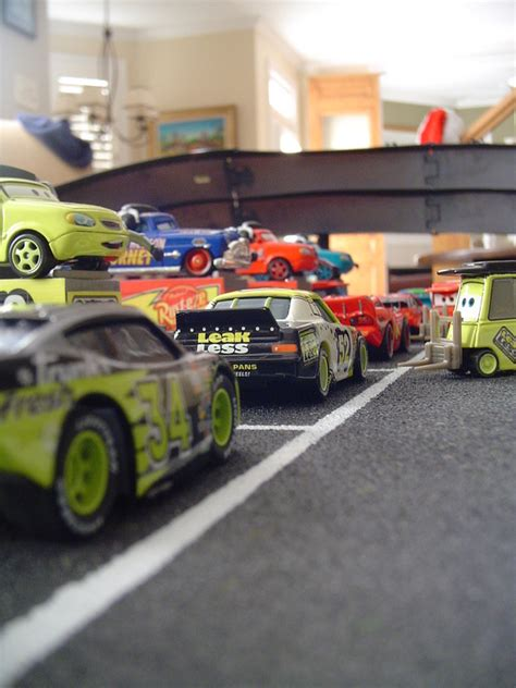 Cars Track 8202 speedway of the south board and track disney pixar cars the toys