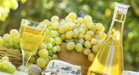 uvas blancas imagenes uvas blancas en espa 241 a y fermentaci 243 n en roble matrimonio
