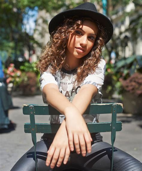 here clean alessia cara 177 best images about alessia cara on pinterest