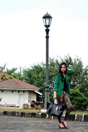 Zara Flora Strapbag Ps234 clara yunita zara shopper bag with stradivarius floral the excecutive v neck