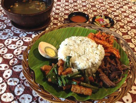 Batik Harum Manis mang didi nikmatnya nasi daun jeruk plus empal yang harum gurih