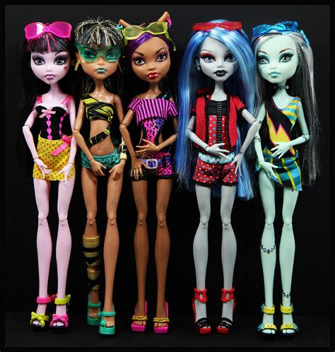 High Draculaura Cleo And Nile Ghoulia Yelps Doll Original gloom high and monsters