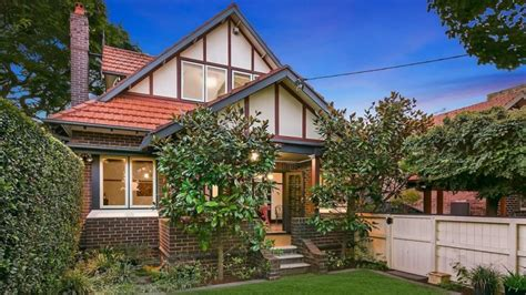 buy house in sydney sydney median house price soars past 900 000