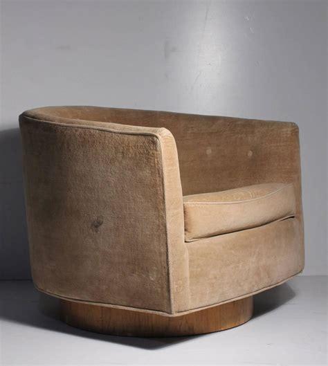 Milo Baughman Swivel Barrel Back Tub Club Lounge Chair At Swivel Barrel Chair