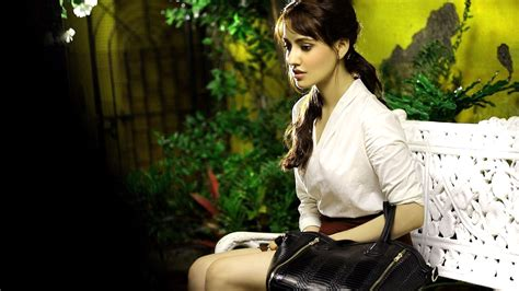 Latest Girl Wallpaper | neha sharma sweet hd wallpaper images