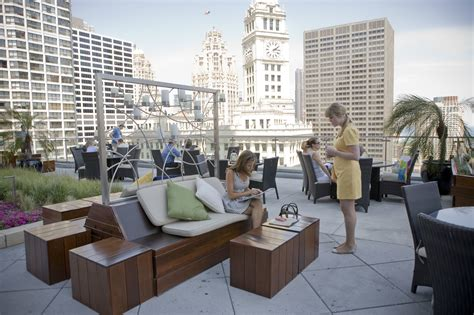 roof top bar chicago best rooftop bars in chicago for outdoor drinking and city
