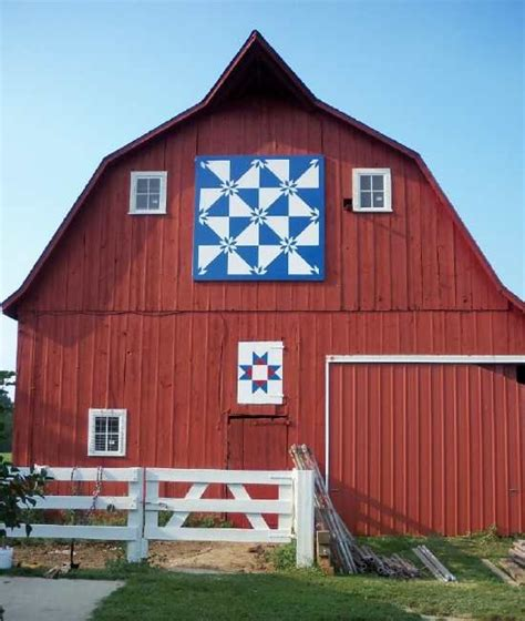 Quilt Signs On Barns by Quilt Barn 13 11 02notes Photo By Helen Pattern