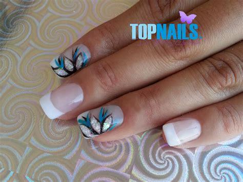 fotos de uñas acrilicas francesas u 241 as acr 237 licas francesas flores azules pintado a mano