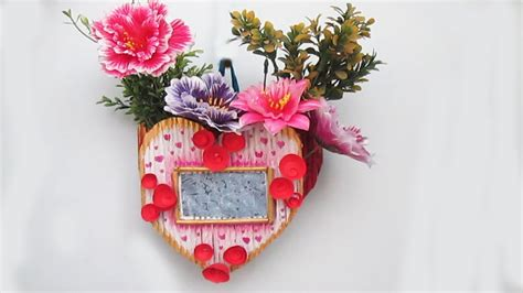 How To Make Waste Paper Flowers - diy flower vase with photo frame using newspaper