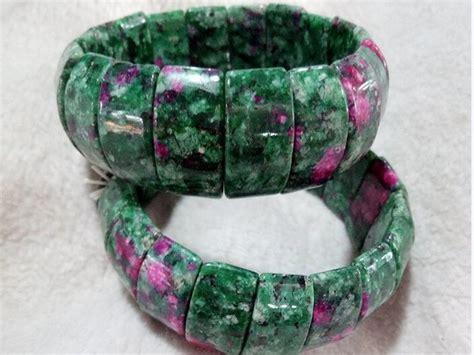 Gelang Titanium Amega gelang kesehatan serta manfaatnya untuk tubuh