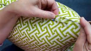 how to sew a pillow closed