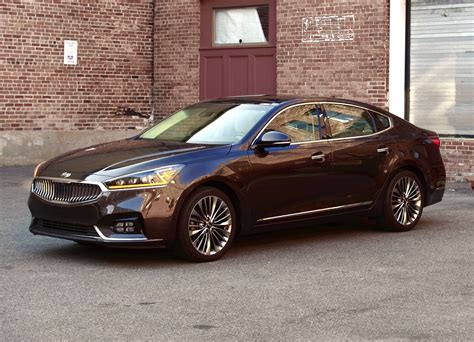Kia Luxury by Review 2017 Kia Cadenza It S Lonely Being A Luxury