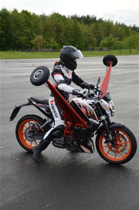 Motec S Motorräder Und Motorroller Gmbh by 1 Schr 228 Glagentraining Auf Der Ktm 390 Duke Motorrad Fotos