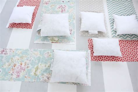envelope pillow cover tutorial with fabric from tonic
