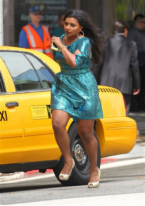 mindy kaling new show mindy kaling pictures mindy kaling shoots a new tv