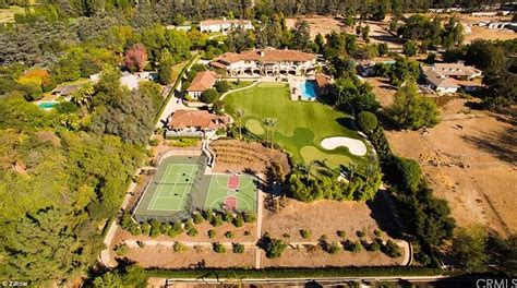 Backyard Burger California In N Out Billionaire Lists Mansion For 19million