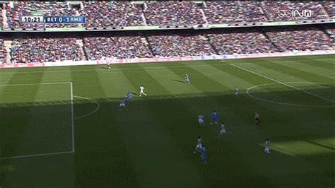 ronaldo juventus goal gif real betis keeper produces brilliant reaction after conceding golazos to ronaldo bale 101
