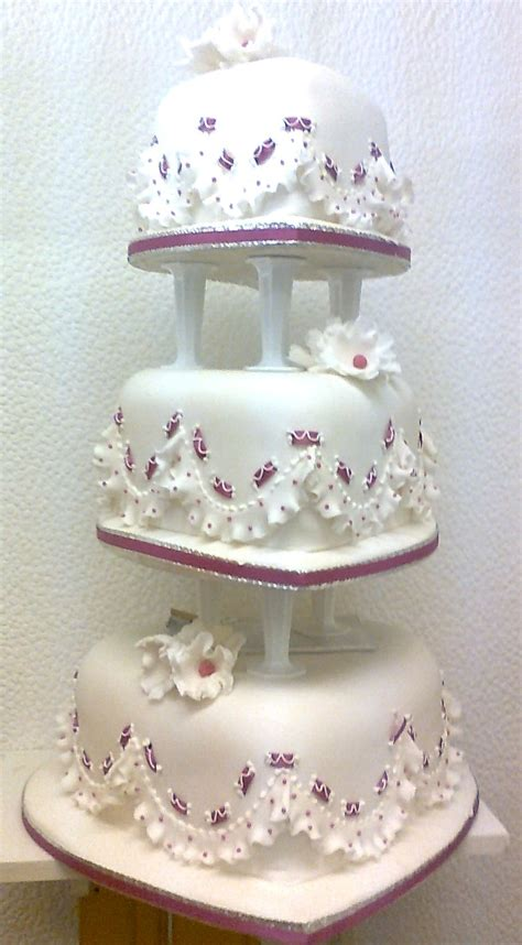 Hochzeitstorten Fotos by Wedding Cakes Crafty Cakes Southton Hshire