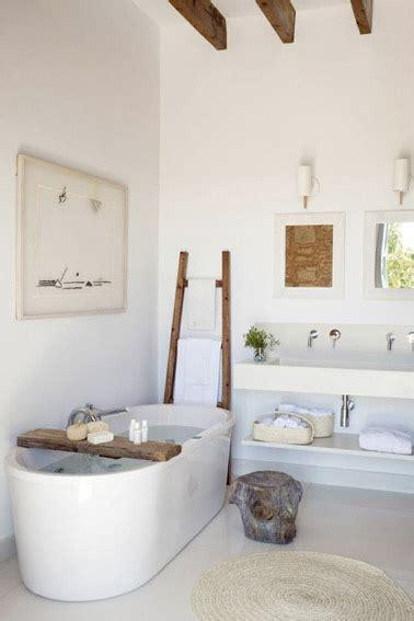 Superbe Quelle Plante Pour Salle De Bain #4: baignoire-ilot-dans-salle-de-bain-zen.jpg